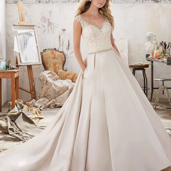 Najowpjg Elegant Chapel Train Scoop Neck Ball Gown Wedding Dress 2017 Embroidery Beaded Pockets Shiny Satin Bridal Gown Hot Sale