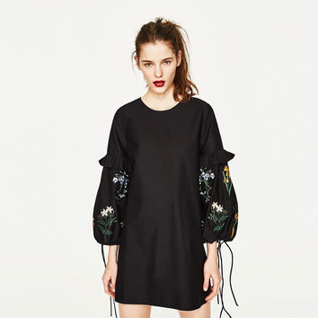 DRESS WITH EMBROIDERED SLEEVES DETAILS