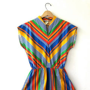 20% OFF SALE...Vintage 70s colorful dress. chevron striped dress. cap sleeves.