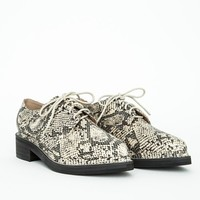 Missguided - Camilla Pointed Lace Up Brogues Snake Print
