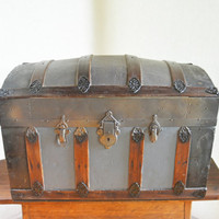 Vintage Humpback Trunk, Small Antique Trunk, Dome Top Trunk, Shipping Trunk, Antique Storage, Steamer Luggage, Primitive Wooden Trunk