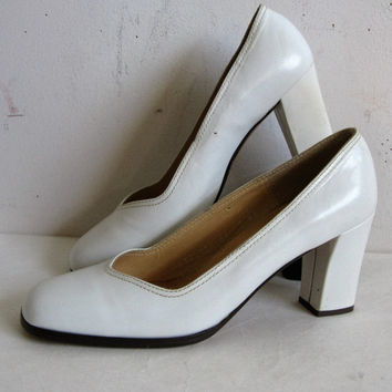 White 80s High Heel Shoes 1980s Eveline White Leather High Heel Pump Shoes 7.5M