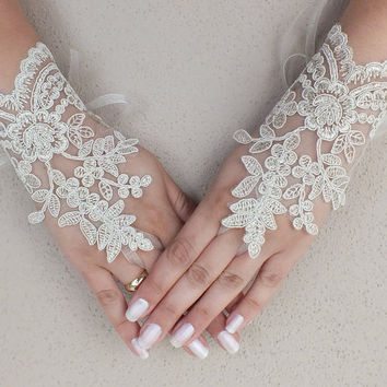 Champagne gold Wedding Gloves,  lace gloves, Fingerless Gloves, champagne lace gloves, bridal gloves, Free ship