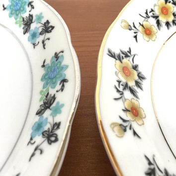 Flower decorated plates set of 2 dishes yellow and blue scalloped edge