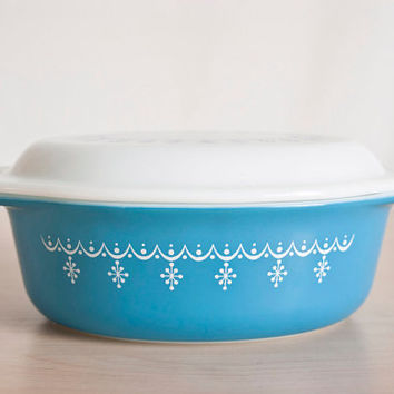 Vintage Pyrex Blue Snowflake Oval Casserole with White Opal Glass Lid, Snowflake Garland Baking Dish