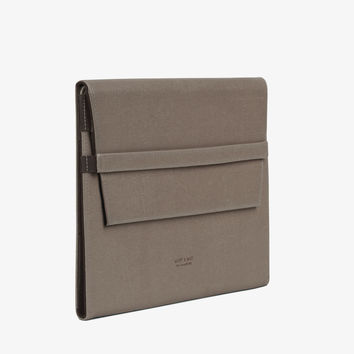 Matt and Nat Verve Vintage Ipad Sleeve Case. Stylish Vegan Leather in Walnut Color.