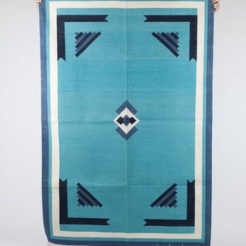 Area rug in Ethnic Mediterranean with border in 4x6