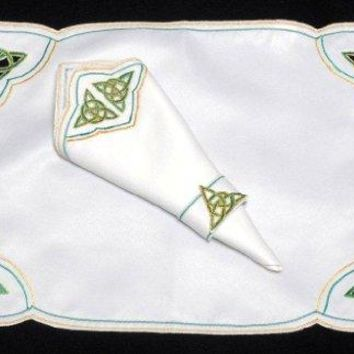Set of 4 Table Place Settings 4 Placemats4 Napkins in a Green Celtic Eternity Knot Design