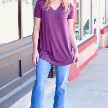 {Eggplant} Best Basic S/S V-neck Rounded Hem Top
