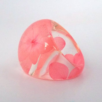 Salmon Pink Hydrangea Resin Ring. Botanical Resin Ring. Pressed Flower Ring. Handmade Jewelry with Real Flowers - Hyndrangeas