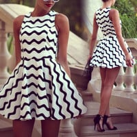 Fashion Women Wave Pattern White/Black Striped Skirt Mini Dress Beach Nightclub