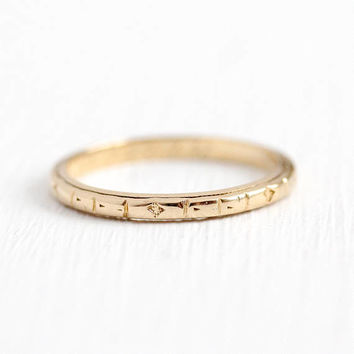 Vintage Wedding Band - 14k Rosy Yellow Gold Geometric Flower Ring - 1940s Retro Size 5 1/4 Eternity Floral Bridal Craft 1948 Fine Jewelry