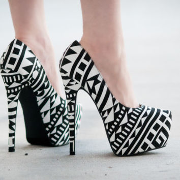 BUMPER ELLE-53 TRIBAL PRINT POINTY TOE STILETTO HEEL - black and white tribal print pumps