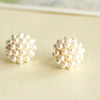 Fashion Elegant Round Pearl Stud Earrings
