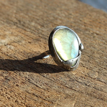 Labradorite stone ring Big large, yellow, orange, blue violet shiny, statement ring, gemstone Engagement ring, coctail ring, adjustable ring