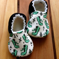 Dinosaur baby shoes,T-rex baby shoes,Rawr, vegan baby shoes, Dinosaur baby, modern baby clothes, dinosaur clothes, baby shoes