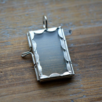 SILVER Glass Frame Pendant Scalloped RECTANGLE Shape Double Sided Glass Hinged Locket Picture Frame Pendant Charm Jewelry Pendant (BD042)