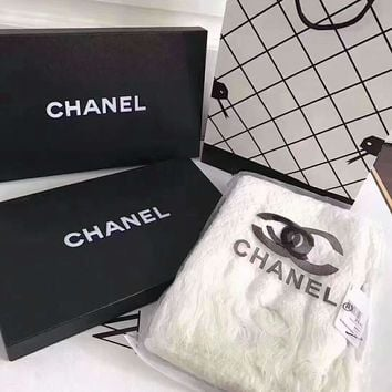 CHANEL Delicate, embroidered scarf L-XLL-WJ