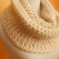Neckwarmer Infinity Scarf in cream / ivory / creamy - Crocheted Cowl Circle warmer wrap