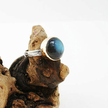 Labradorite ring. 14k solid gold and sterling silver blue green labradorite gemstone ring. Handmade patterned wire ring. Modern jewelry