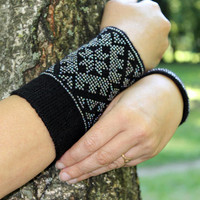 Fingerless Gloves with Luxurious Cashmere Wool, Black Arm Warmers, Beaded rainbow effect color, handmade, gift for woman