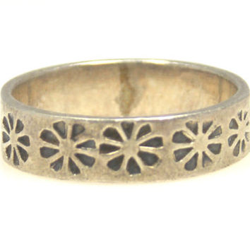 Vintage Sterling Silver Daisy Flower Ring Band Size 5.5