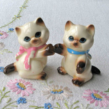 Vintage siamese cat salt and pepper shakers with blue and pink bows