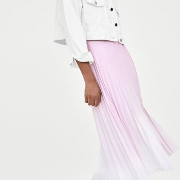 ACCORDION PLEAT SKIRT DETAILS