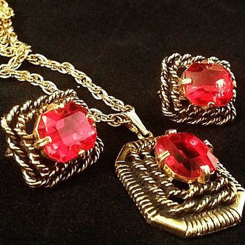 SARAH COVENTRY Necklace Pendant Earring Demi Set Signed Red Rhinestones Gold Metal Vintage