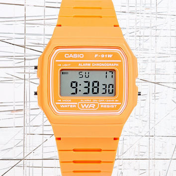 Casio Digitale Armbanduhr in Orange - Urban Outfitters