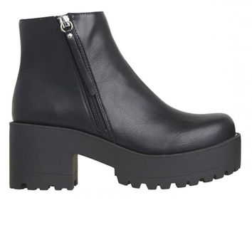 Lipstik Shoes - Emoticon Boot - Black