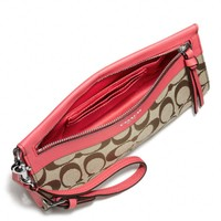 LEGACY LARGE WRISTLET IN SIGNATURE FABRIC