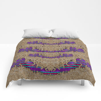 Pearl lace and smiles in peacock style Comforters by Pepita Selles