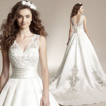 Scalloped V Neck Satin Ball Gown Bridal Wedding Dress with Applqiues Size 0 2 4