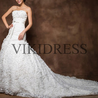 long wedding dress/Chapel Train wedding dresses/strapless bridal gown/2013 new Fashion bridal dress/A line bridal gowns/Custom made yhz0037