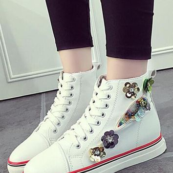 White Round Toe Flat Beads Casual Canvas Shoes