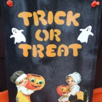 Halloween Trick or Treat Welcome Sign