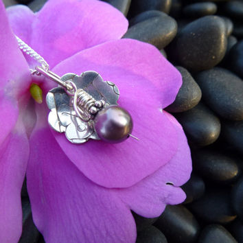 Simple Flower Necklace With Gray Violet Pearl