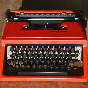 Christmas SALE! - Working Typewriter - Firetruck red Olivetti Dora - Fully Serviced