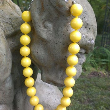 1980's Chunky Yellow Plastic Bead Necklace Mod Mad Men Pin Up Rockabilly Large Marble Gumball Fashion Adjustable Length Chain Clasp
