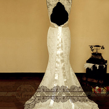 Breathtaking Keyhole Back Vintage Style Lace Wedding Dress with Sweetheart Deep V-Neck, Features Delicate Satin Sash and a Flower Accent