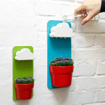 Modern Design Cloud Rainy Pot Decorative Plastic Wall Mounted Rainy Flower Pots for Indoor Balcony Decor Rainy Pot is a wall-hung flowerpot with a cloud-shaped water filter.