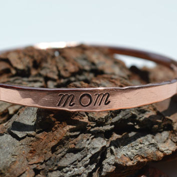 Mom Copper Bangle, Mom Jewelry, Mom Bangle, Unisex Bangle Jewelry, Copper Bangle, Copper Bracelet, Personalized Jewelry, Copper Mom Bracelet