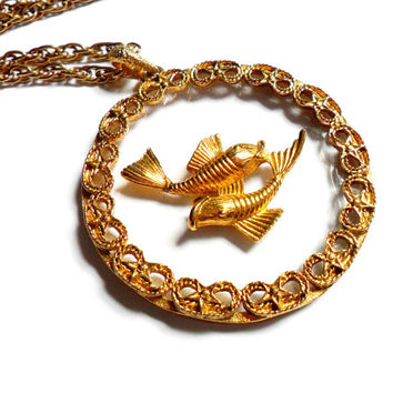 Pisces Medallion Necklace Vintage Clear Lucite Pendant Gold Tone Chain Fish Astrology Zodiac Groovy 1970s