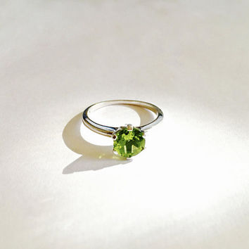 Sparkling Vintage Six Prong Set Peridot Solitaire Gemstone  in Sterling Silver Setting, August Birthstone, Approximate Size 8