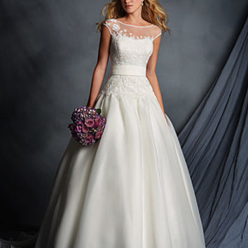 Alfred Angelo 2518 Wedding Dress. Ivory Size 12 In Stock.