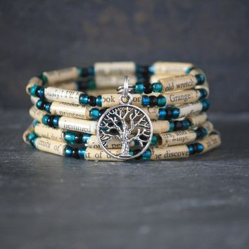 Wuthering Heights Book Bead Bracelet - Spiral Wrap Bracelet - Memory Wire