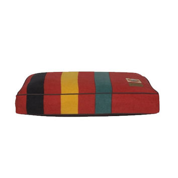 Pendleton Dog Bed — Rainier National Park