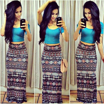 Short Sleeve Scoop Neck Crop Top and Geo-Print Maxi Skirt