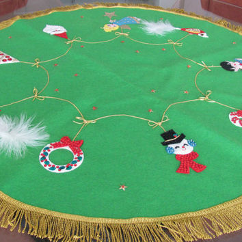 Vintage Christmas Tree Skirt, 1960's Bucilla Felt Tree Skirt, Felt, Sequin, Applique Tree Skirt, Vintage Handmade, Christmas Decor